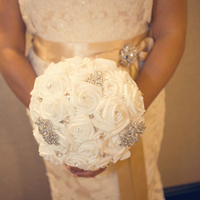 Flowers & Decor, Jewelry, Fashion, white, ivory, gold, Roses, white roses, Bouquets, Brooch, Brooch bouquet
