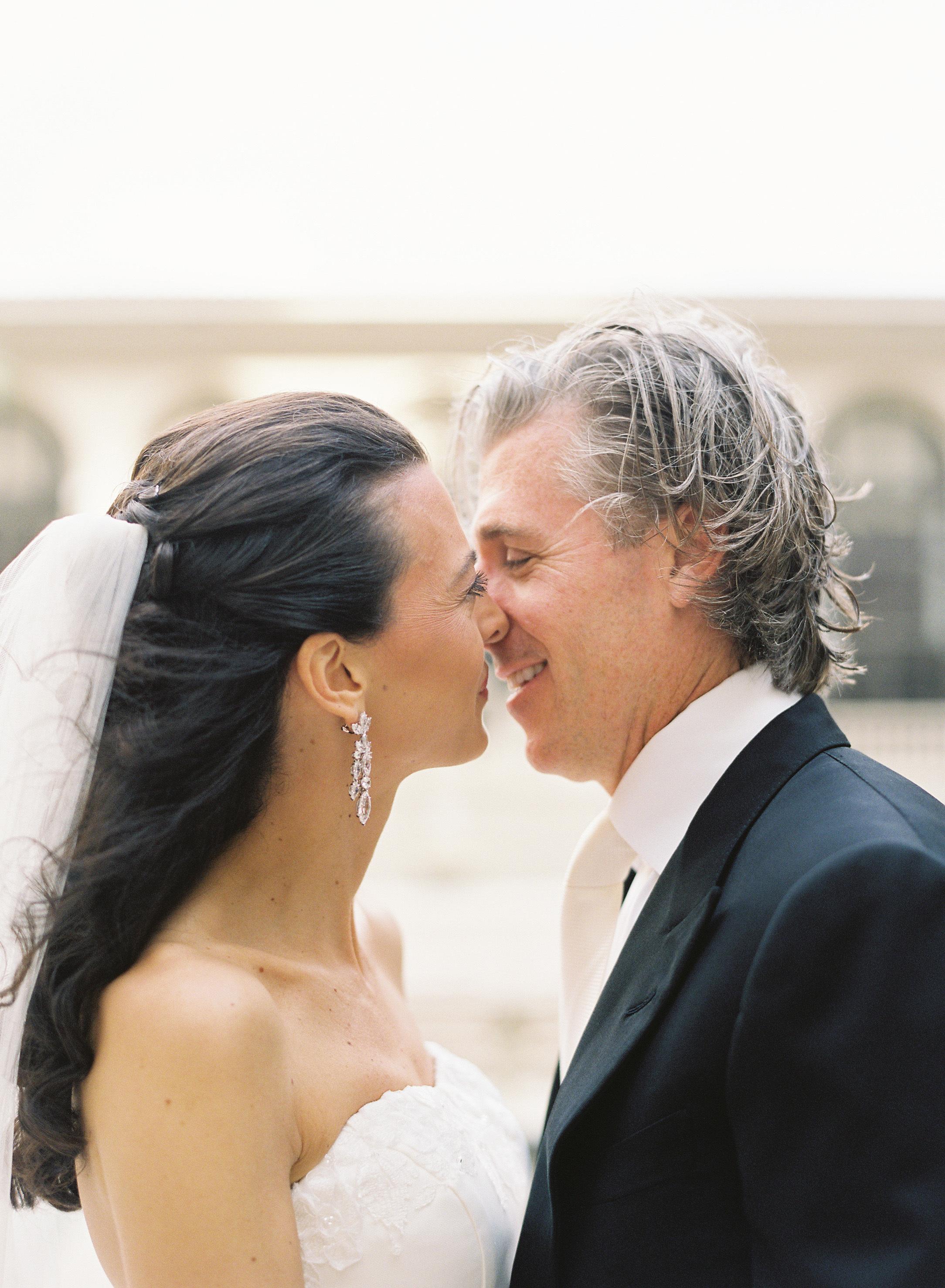 Real Weddings, Classic, Southern Real Weddings, Portrait, Kiss, Elegant, Florida, Southern weddings, florida real weddings, florida weddings