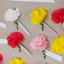 1408389592_ideas_homepage_1369853519_content_diy_diy-paper-flower-escort-cards_9