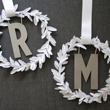 1408393176_ideas_homepage_1369852699_content_diy_diy-modern-monogram-wreath_1