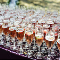 8 Champagne-Tastic Wedding Ideas