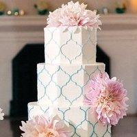 Quatrefoil Patterned Cake