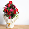 1420493590 thumb 1419268688 content finished christmas floral centerpiece diy 7
