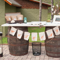 8 Awesome Welcome Table Ideas