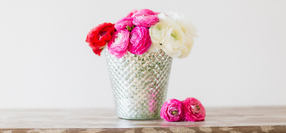 1425085312 photo slider diy ombre ranunculus arrangement