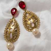 STYLISH PAIR OF EARRINGS IN ATTRACTIVE GEOMETRIC SHAPE